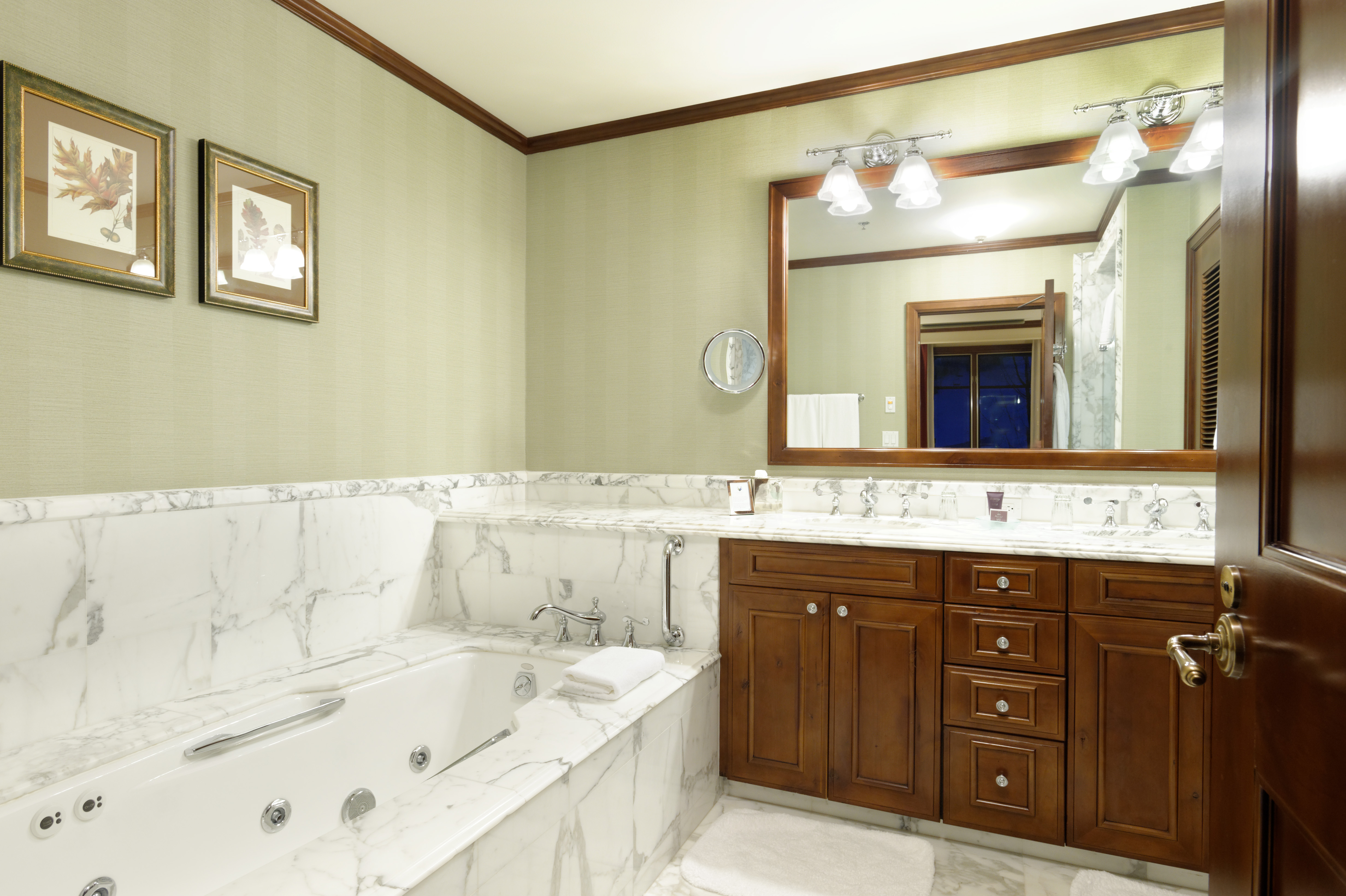 0075 Prospector Road, 8103, Summer Interest 10, Ritz-Carlton Club Fractional Condo Interest Aspen Photo 6