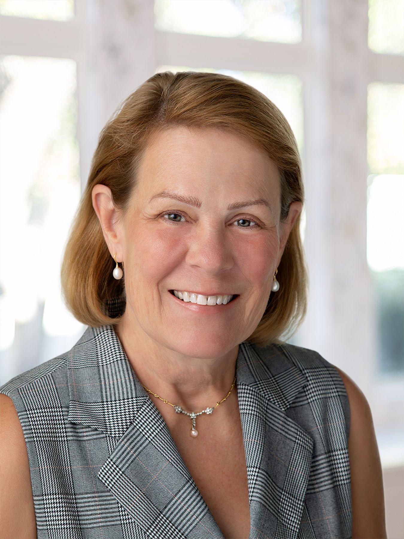 Estelle M Lozmack