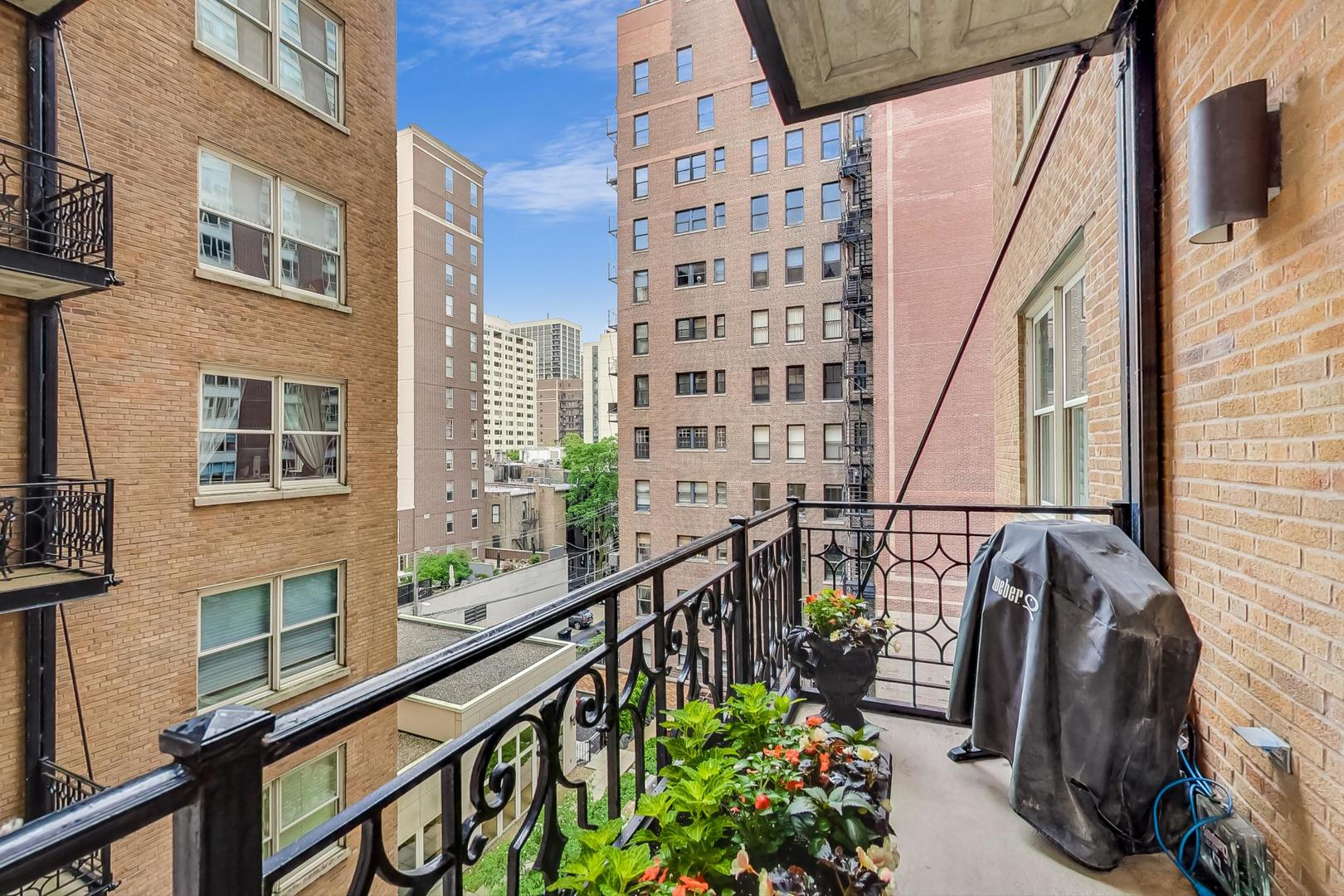 Chicago Real Estate | View 1300 N State, #501 | room 24