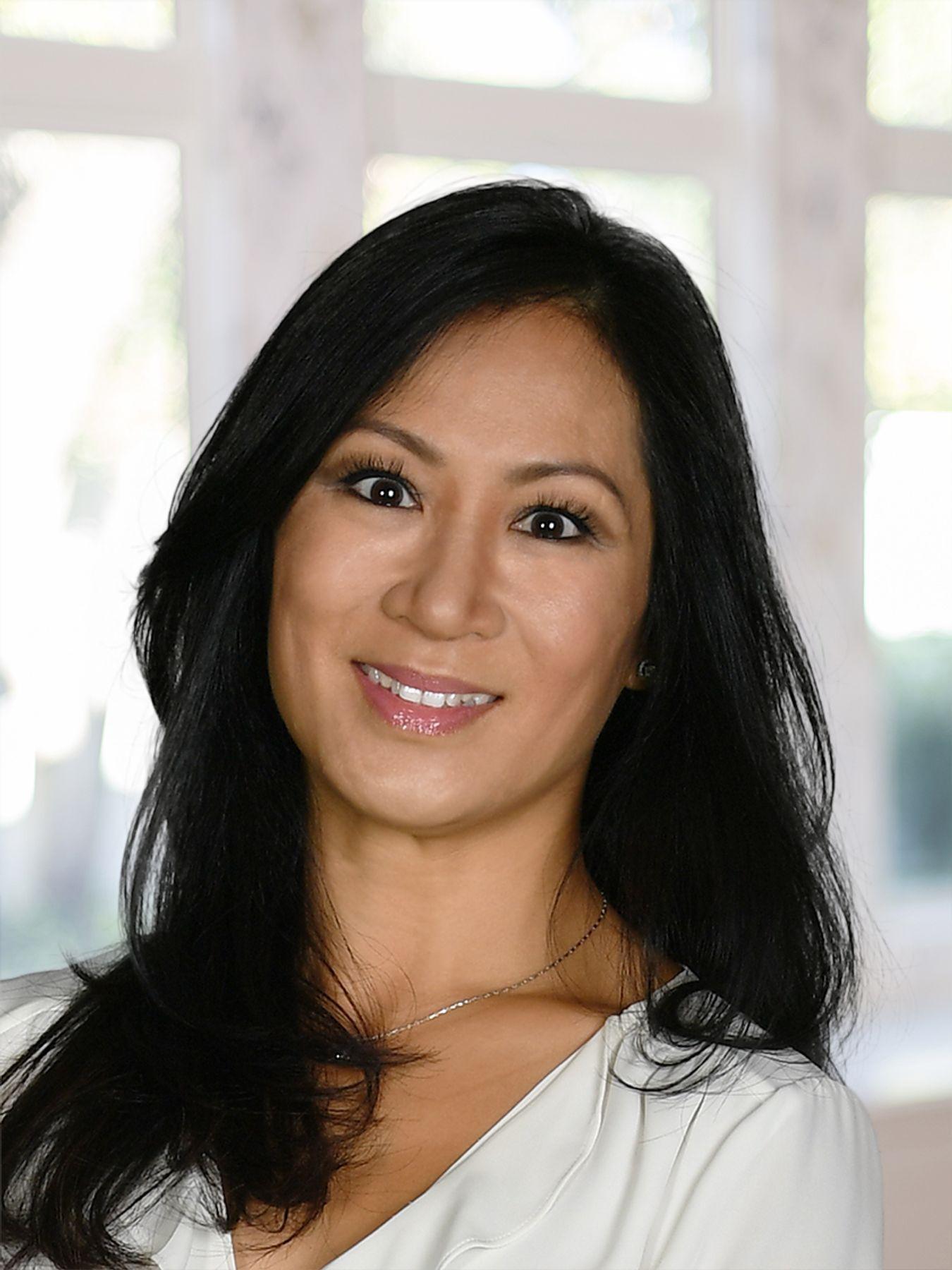 Lia B Nguyen