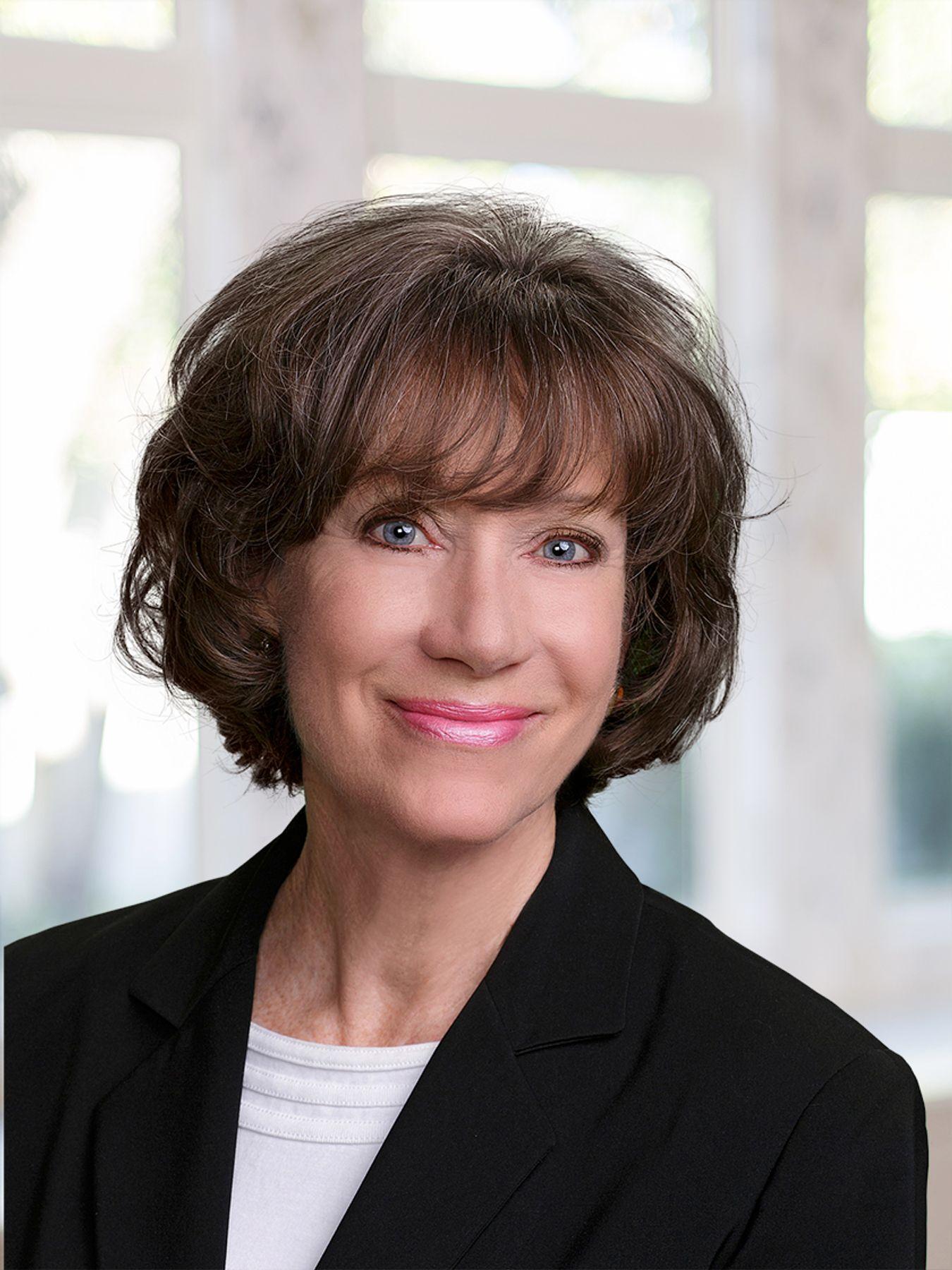 Lori J Riberi